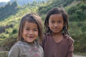 ASIA – Ayudando a los niños a superar el trauma del terremoto