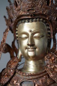 Finalizando la estatua del Jowo Sakyamuni