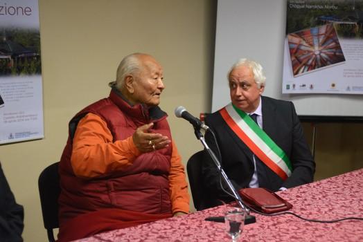 Rinpoche y el Alcalde de Arcidosso. Foto: P. Fassoli