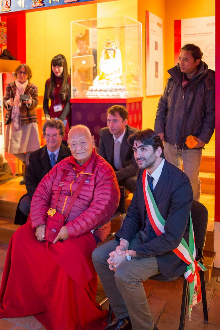 Lr Jacobella Gaetani coordinador del museo, Alex Siedlecki, director, Prof. Namkhai, Jamyang Oliphant, el alcalde de Arcidosso, Migmar Tsering