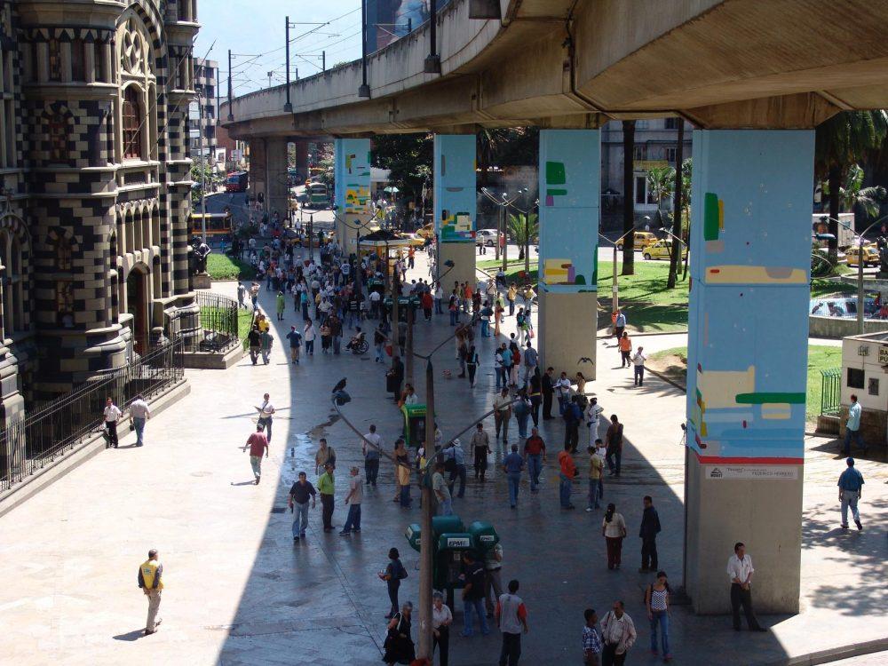 """""""Paisaje"""". Mural publico comisionado por la ciudad de Medellín, Colombia, en 2008."""