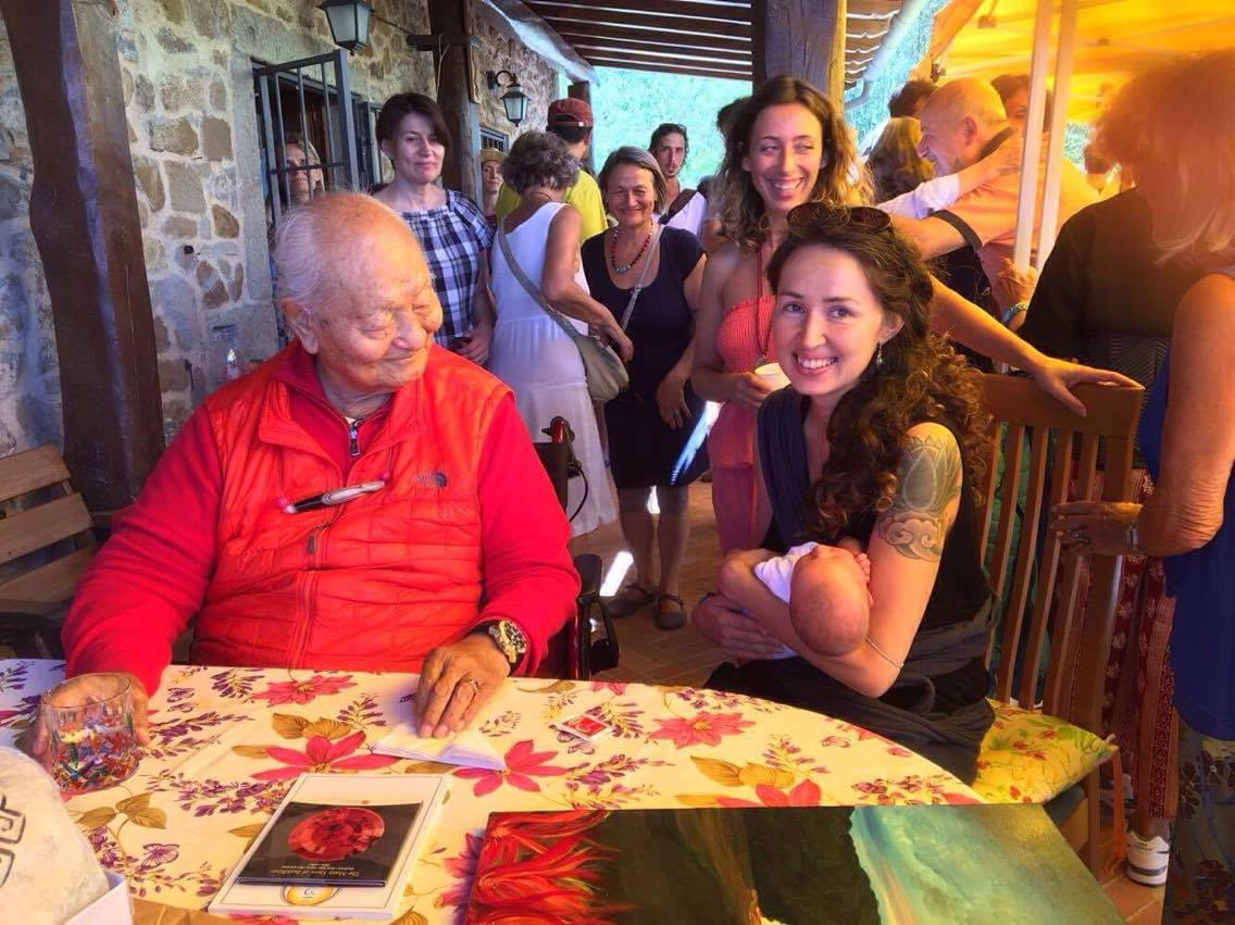 Chiara se encuentra con Rinpoche en Merigar Oeste.