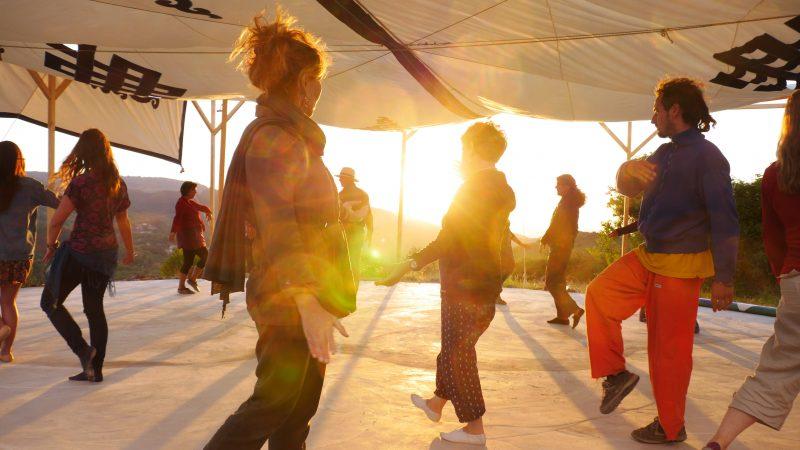 Danzando fuera de la Sala del Mandala. Foto de Izabela Jaroszewska