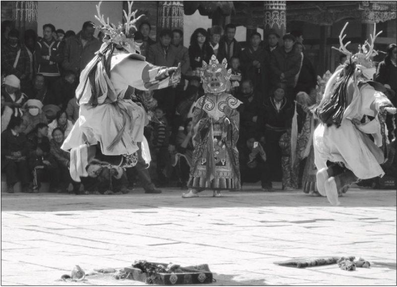 Danzas Cham en el Monasterio Khumbhum en Amdo (hoy Provincia de Qinghai ) para celebrar Losar.Foto: F. Grassi