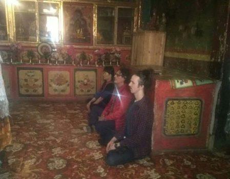 Adentro del pequeño gonpa del templo de Gyurme Dorje