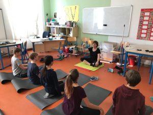 Todo un año de Yantra Yoga Kumar- Kumari en una escuela